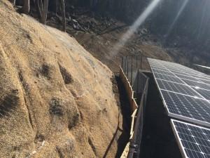 凍上地域における砂質系土壌に対する法面保護 (800x600)